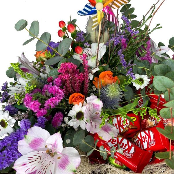 cesta-flores-silvestres-con-chocolates-02